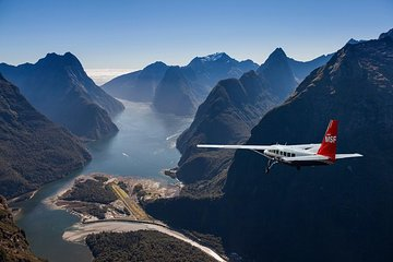 Milford Sound Walking Tour with Round-Trip Scenic Flight from Queenstown