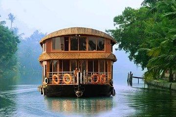 Shared Group Tour of Kerala Backwater Cruise