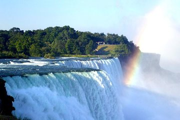 Niagara Falls Platinum Tour from Toronto with Cruise and Lunch