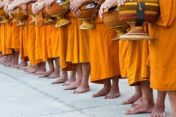 Morning Buddhist Almsgiving, Grand Palace and Flower Market Tour in Bangkok