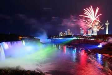 Niagara Falls Day and Evening Tour With Boat Cruise