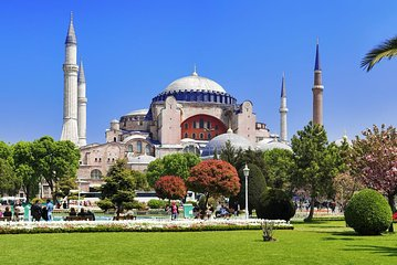 Small-Group Istanbul Walking Tour: Hagia Sophia Museum and the Blue Mosque Tickets