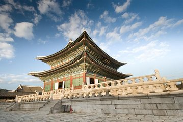 Korean Heritage Tour: Palaces and Villages of Seoul Including Gyeongbokgung Palace