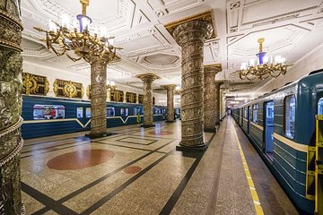 Private City Tour of St Petersburg with Metro Excursion