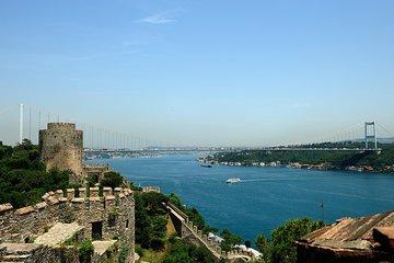 Bosphorus Strait Cruise with Rumeli Fortress or Kucuksu Palace Tour