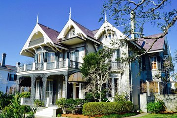 New Orleans Garden District and Lafayette Cemetery Tour