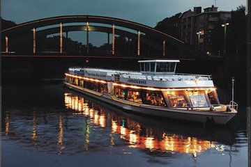 2.5 hr Berlin Sightseeing Dinner Cruise Including Dinner and 1 Drink