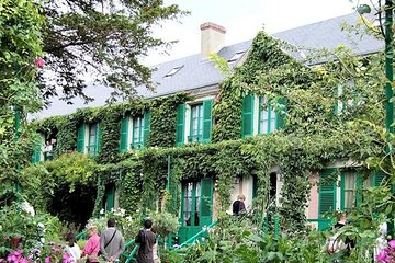 Giverny & Versailles Skip the Line Private Day Trip with Audioguide from Paris