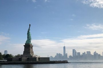 Fun Statue of Liberty and Ellis Island Tour with Energetic University Students