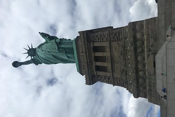 Private Statue of Liberty and Ellis Island Tour by Energetic University Student