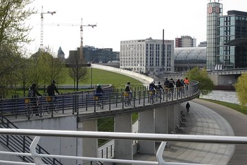 Berlin Winter City Highlights Bike Tour With English-Speaking Guide