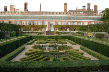 Save 20.00%! Private London Hampton Court Palace Tour by Private Vehicle