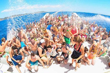 From Cancun: Adult-Only Cancun Party Cruise to Isla Mujeres