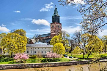 Full-Day Guided Turku and Castle Tour from Helsinki