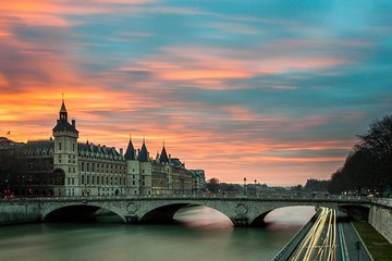 Private Paris Night Tour - with Magic City Lights and Local Vibes