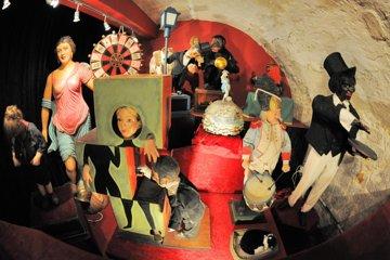 Skip the Line: Musée de la Magie Admission Ticket