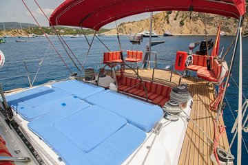 Taste wine Lanzarote on board an oceanic and luxury sailboat