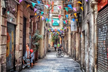 Explore Barcelona's Trendy El Born With A Local Host