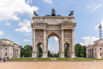 Hang around Milan with a pro photographer