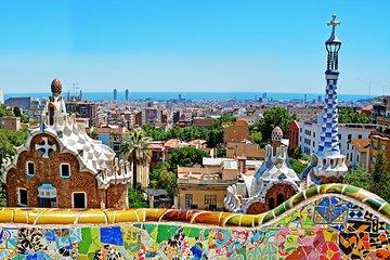 Private Barcelona Tour with Official Guide: Sagrada Familia-Park Güell-Casa Milà