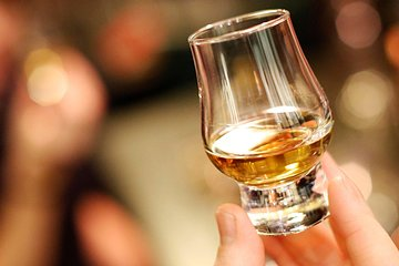 Whisky and Folklore in Edinburgh Including Four Single Malt Scotch Whiskies