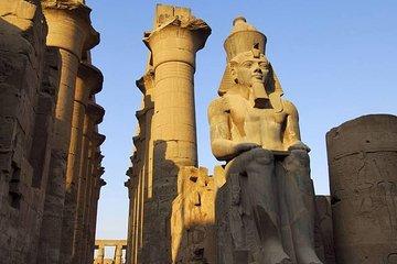 Luxor Day Tour med fly fra Sharm El...