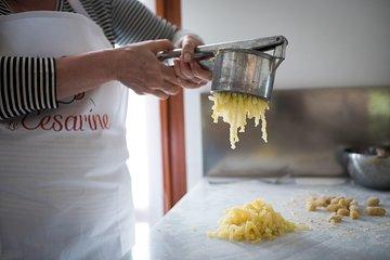 Lezione privata di cucina di mezza giornata con una Cesarina ...