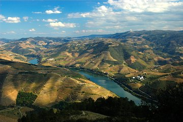 4 days in Douro Valley, hotel, wine tastings, cruise, buggy e fado night.