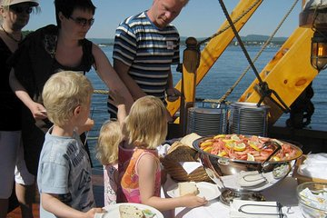 3-Hour Norwegian Evening Cruise Aboard a Wooden Sailing Boat on the Oslo Fjord