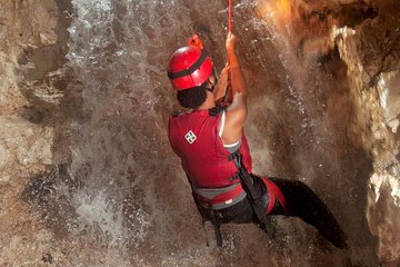 FANTASTISK Vattenfall Cave ...