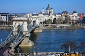 Private city tour of Budapest in portuguese