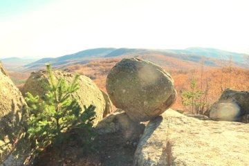 Rock sanctuaries and old rituals tour