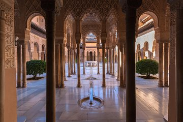 Skip-the-Line: Alhambra Tour and Granada Hammam