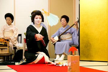 Skip the Line: Geisha Show Experience in Tokyo with Traditional Games Ticket