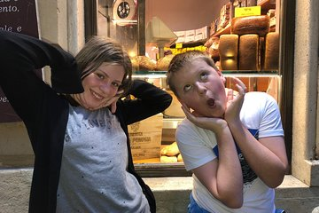 Rome Night Tour for Kids & Families With Gelato Pizza & Must-See Sites Lit Up