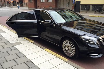 Private Toronto Arrival Transfer - Pearson Airport to Hotel/Accommodations