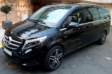 Private Budapest Airport Transfer in a Luxury Minivan