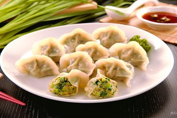 Making authentic Chinese dumplings and enjoy it