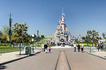 Disneyland resorts tour