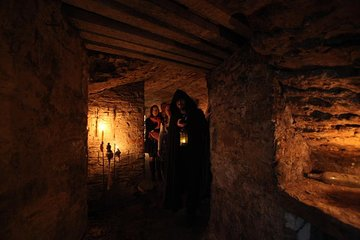 Ghostly Underground Vaults Tour in Edinburgh