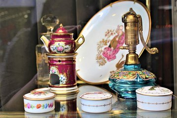 Paris St-Ouen Flea Market Bargain-Hunting Guided Tour with a Local Guide