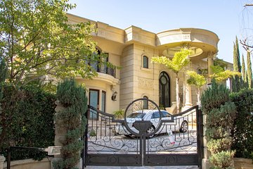 Hollywood Sightseeing and Celebrity Homes Tour by Open-Top Bus