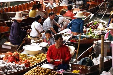 Private Tour: Floating Markets and Sampran Riverside Day Trip from Bangkok