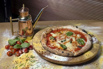 Pizza Making with Lunch or Dinner in a Local Pizzeria