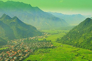 Private day tour Mai Chau hill tribe from Hanoi with cycling tour