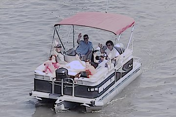 Private 2-hour Boat Rental with Pizza Included