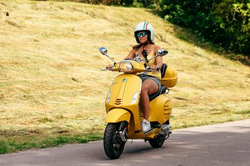 Vespa driving in Munich for 2