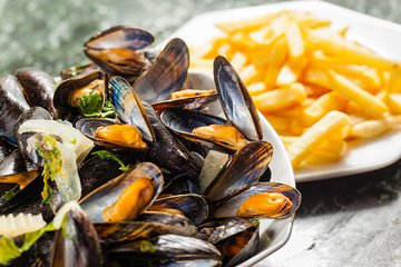 Brussels all-in discovery tour: beer, waffles, mussels and chocolates