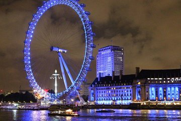 Panoramic London by night Tour in a Executive Vehicle for up to 8 person. 3 Hour