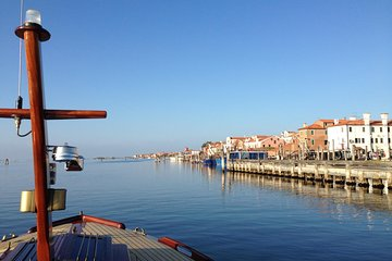 Private tour of the islands of the Venetian Lagoon with an elegant classic boat